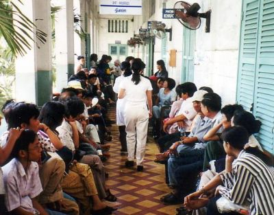 Patients_waiting_for_treatment_in_Ho_Chi_Minh_City.jpg
